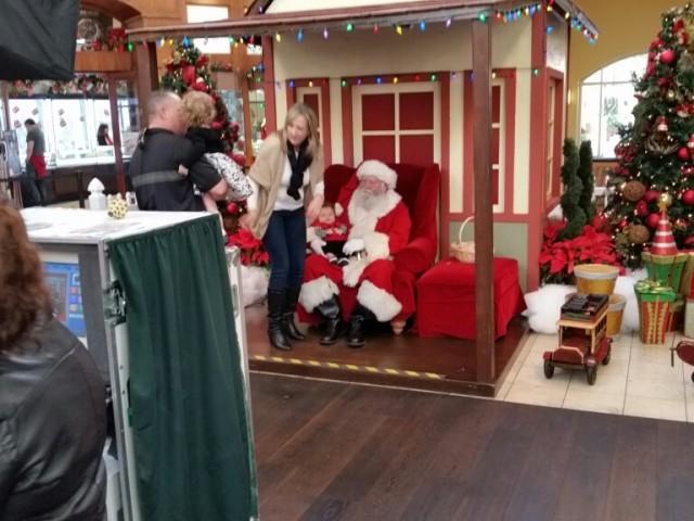 Santa Claus showed up in Manhattan Village!
